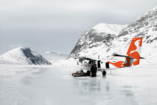 Air inuit Viking Twin Otter on ice