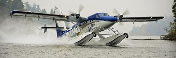 Amphibious Twin Otter Series 400 landing on water